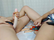 Annie_and_sophy double ended dildo in webcam show 2016-06-17 085812